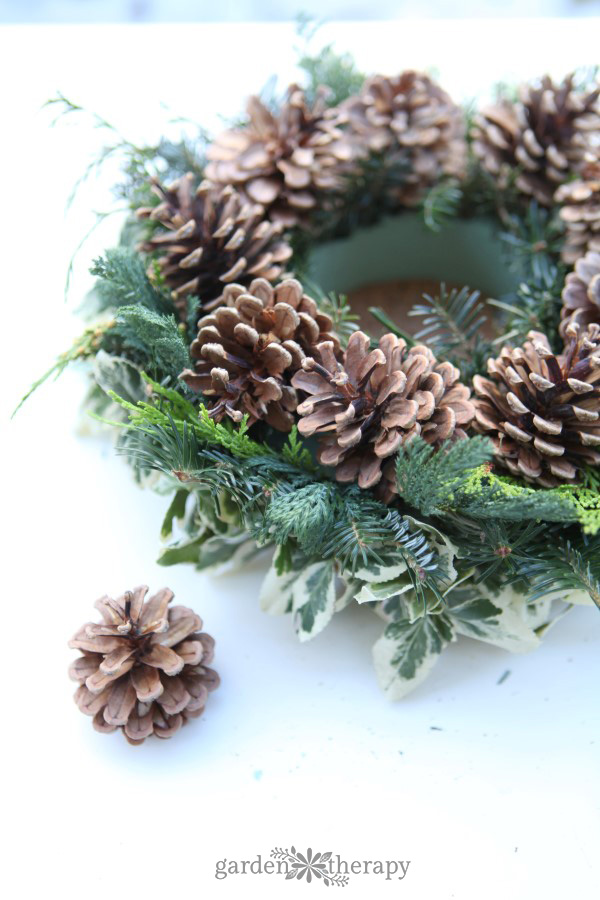 DIY Christmas candle wreath tutorial