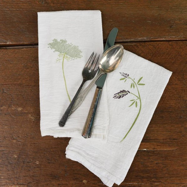 garden-inspired gifts: napkins with wildflowers