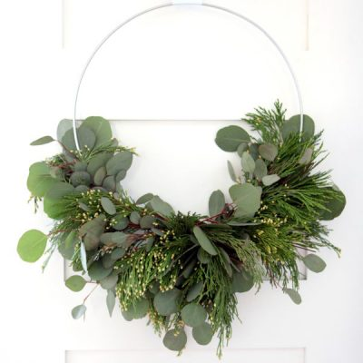 Make a Fresh and Fragrant Scented Wreath for Aromatherapy