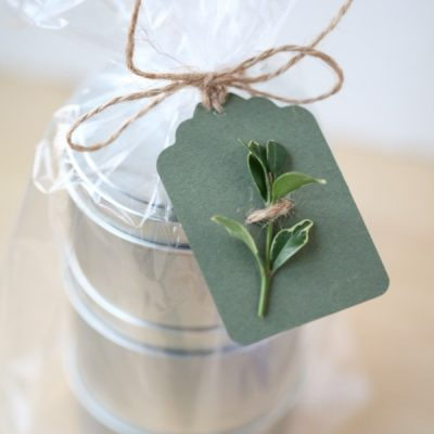 I'm Dreaming of a Green Christmas with these Natural and Recycled Gift Wrap Ideas