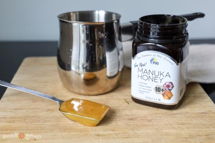 Manuka honey measured out