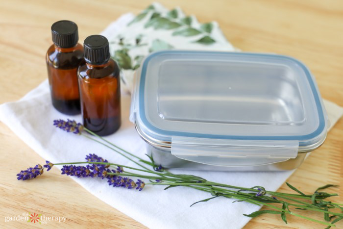 reusable travel case for disinfectant wipes