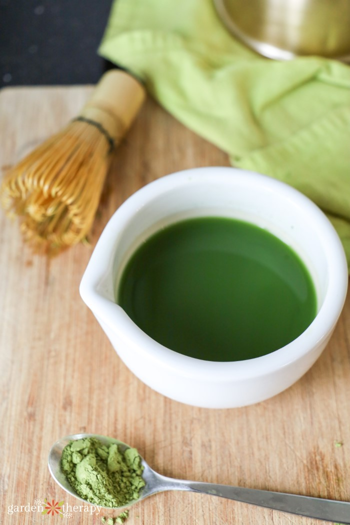 making matcha green tea