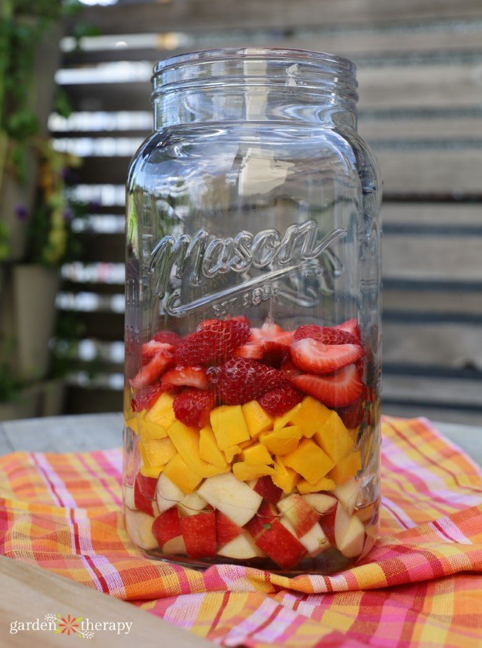 layered sangria fruits